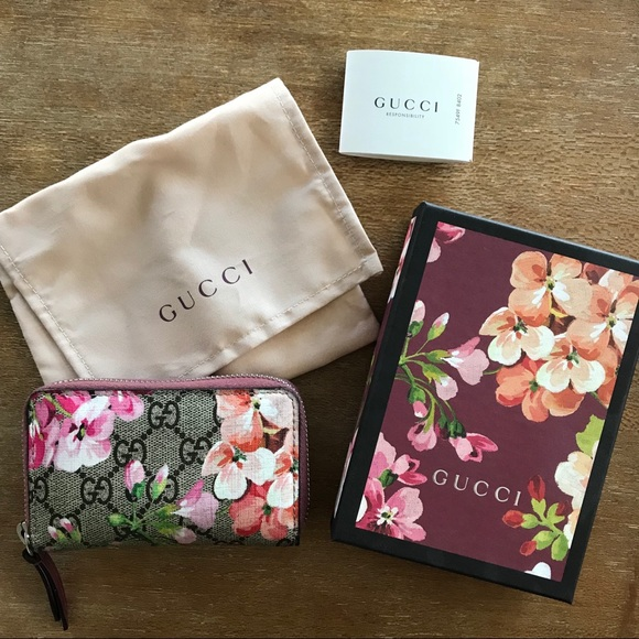 d46b3790ef5a0a Gucci Bags | Gg Blooms Card Case Wallet | Poshmark